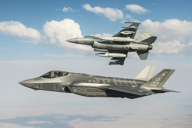 f16 f35 in flight